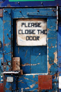 please-close-the-door